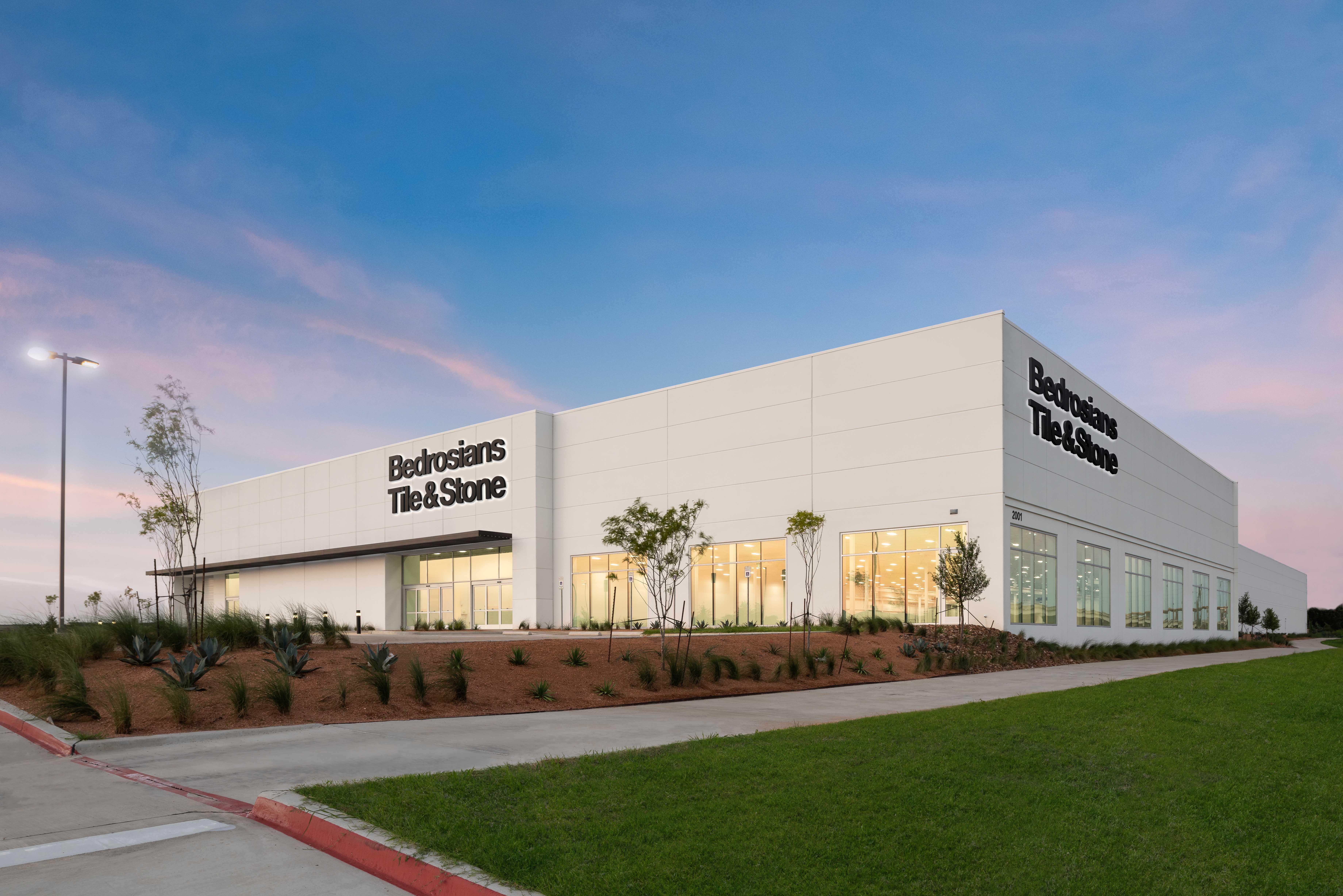 New 114,000 SF Warehouse & Showroom in Farmer's Branch, TX